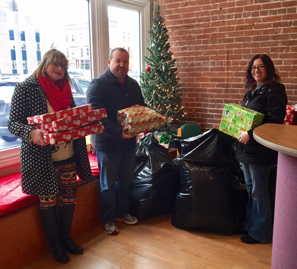thrive-credit-union-delivers-christmas-to-kidspeace